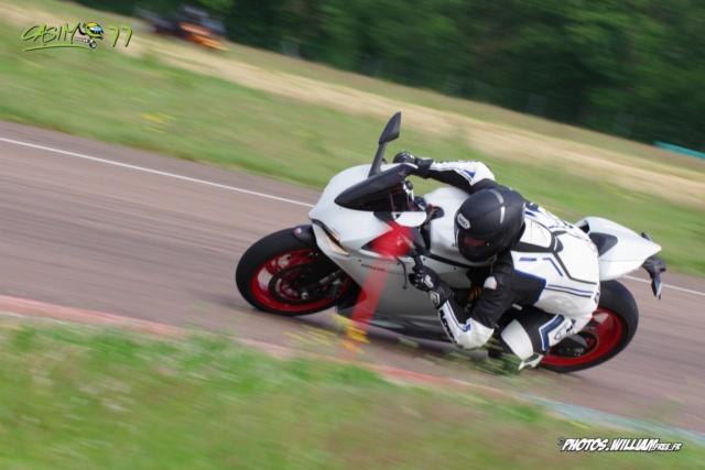 roulages motos, piste, circuit - Page 9 8047d810