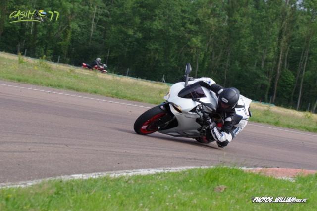 roulages motos, piste, circuit - Page 9 B3cdcf10