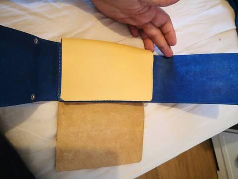 Accessoires en cuir pour le rasage - Page 31 Img_2014