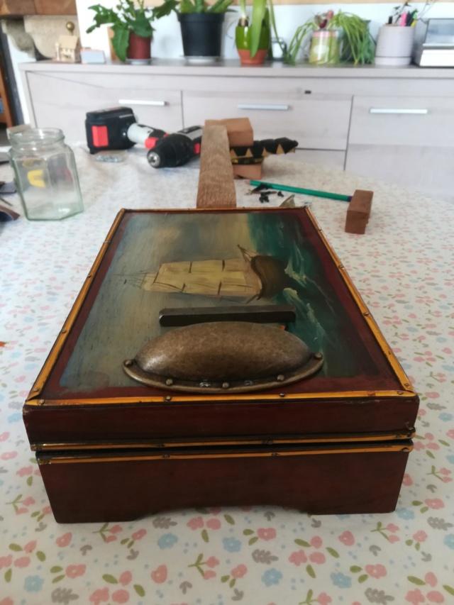 "Premiere cigarbox fretless 4 cordes ""Bateau"" Img_2010"