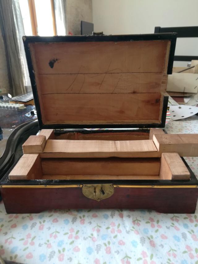 "Premiere cigarbox fretless 4 cordes ""Bateau"" Img_2011"