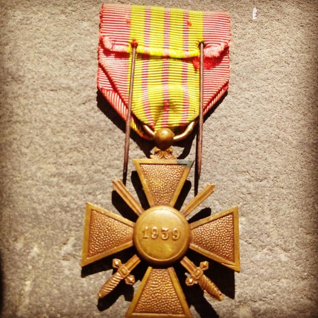 Identification du modèle d'une croix de guerre 1939 Img_2013