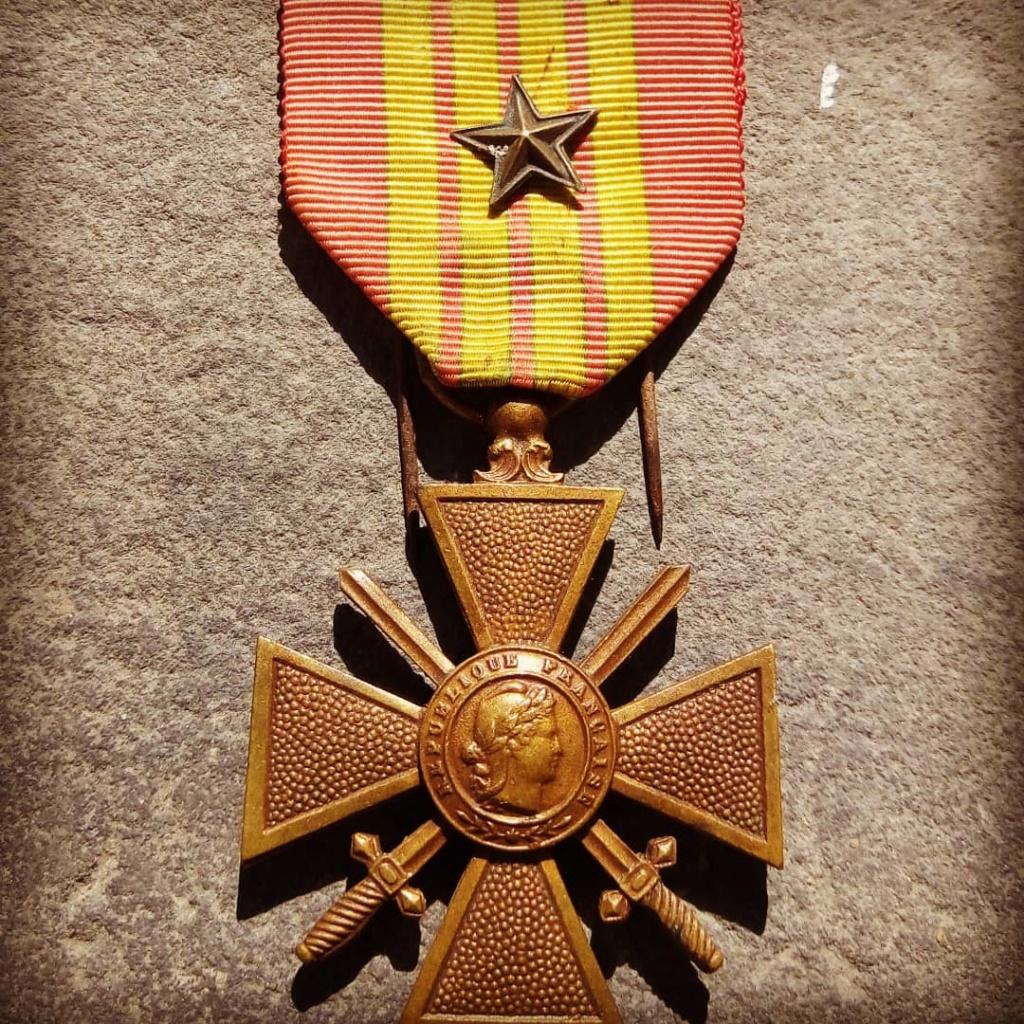 Identification du modèle d'une croix de guerre 1939 Img_2014
