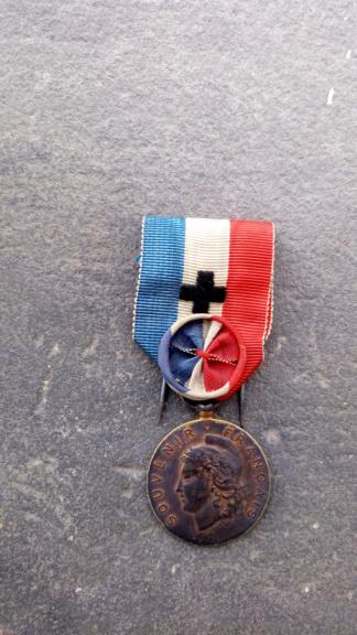 Identification et estimation d'une médaille française P_202011