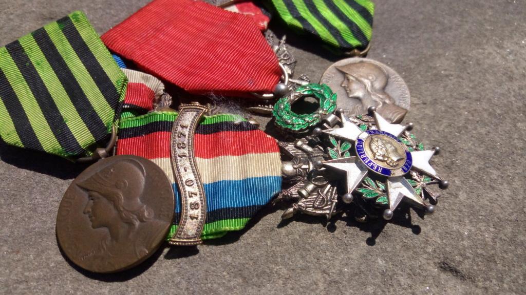 Groupe de médailles et décorations françaises ( Guerre 1870-1871 ) P_202081