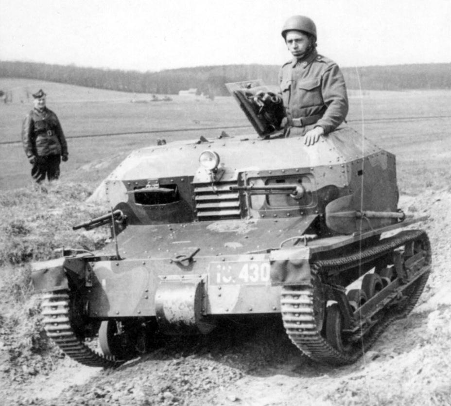Tankette TK 33 Pragaa10