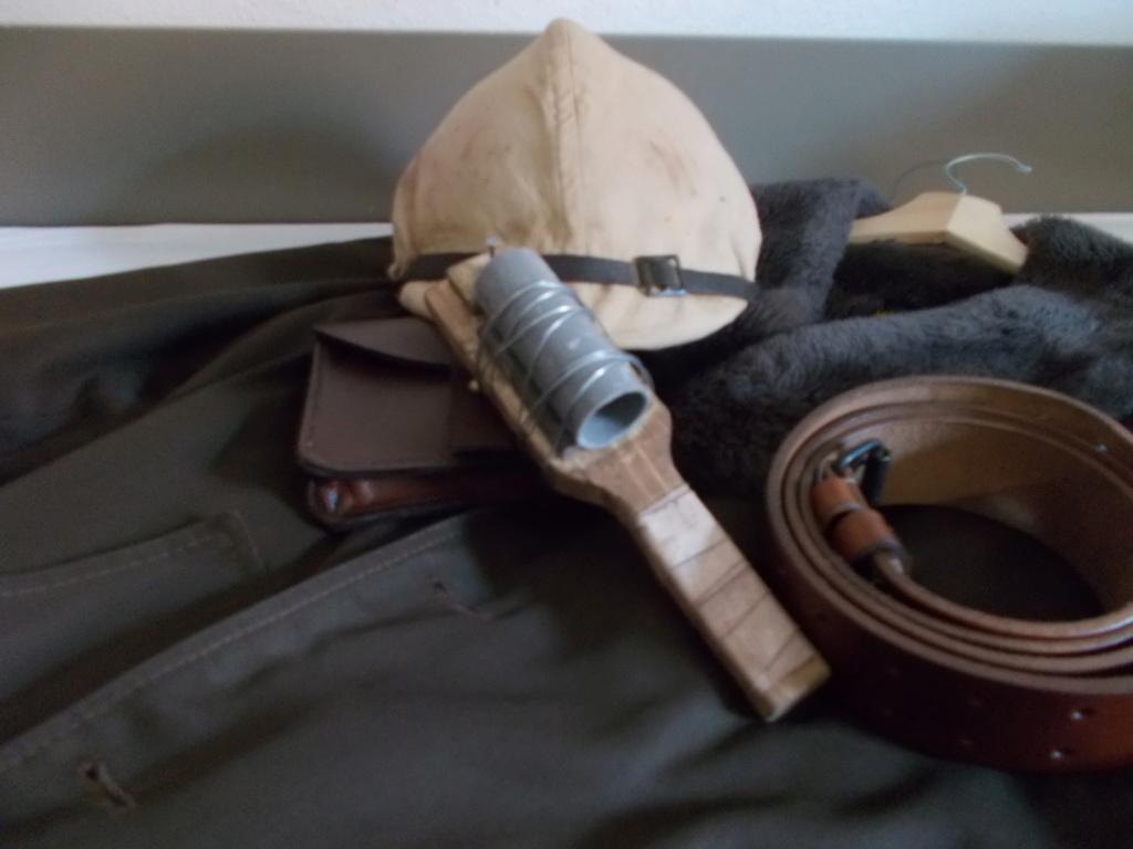Petite évocation des corps francs avec la grenade raquette pétard Dscn0218