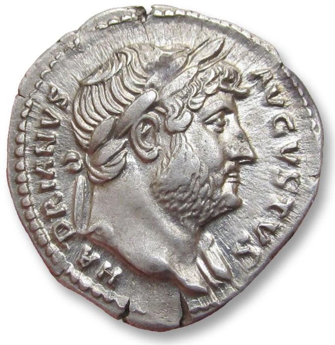 Denario de Adriano. COS III. Pudicitia sentada a izq. Roma Denari10