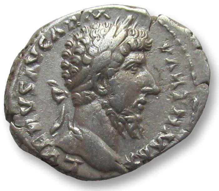 Denario de Lucio Vero. TR P VIII IMP V COS III Aequitas sentada a la izquierda. Roma Denari12