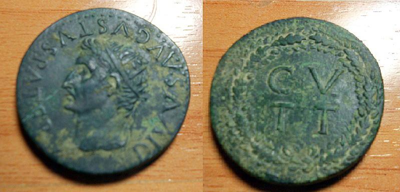 Sestercio de Tarraco, época de Tiberio. C V T T dentro de corona. Tarrac10