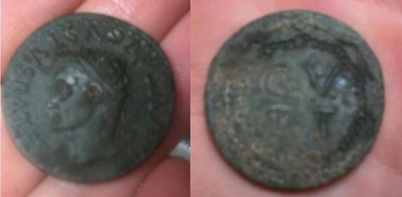 Sestercio de Tarraco, época de Tiberio. C V T T dentro de corona. Tarrac11