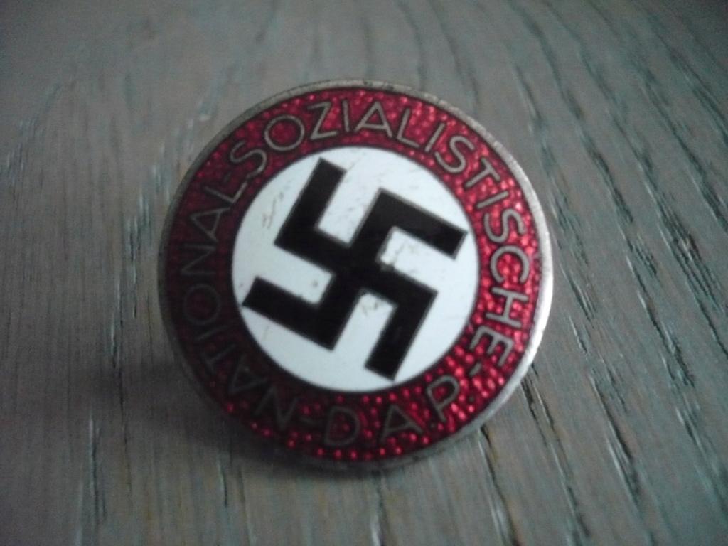 insigne du parti P2520818