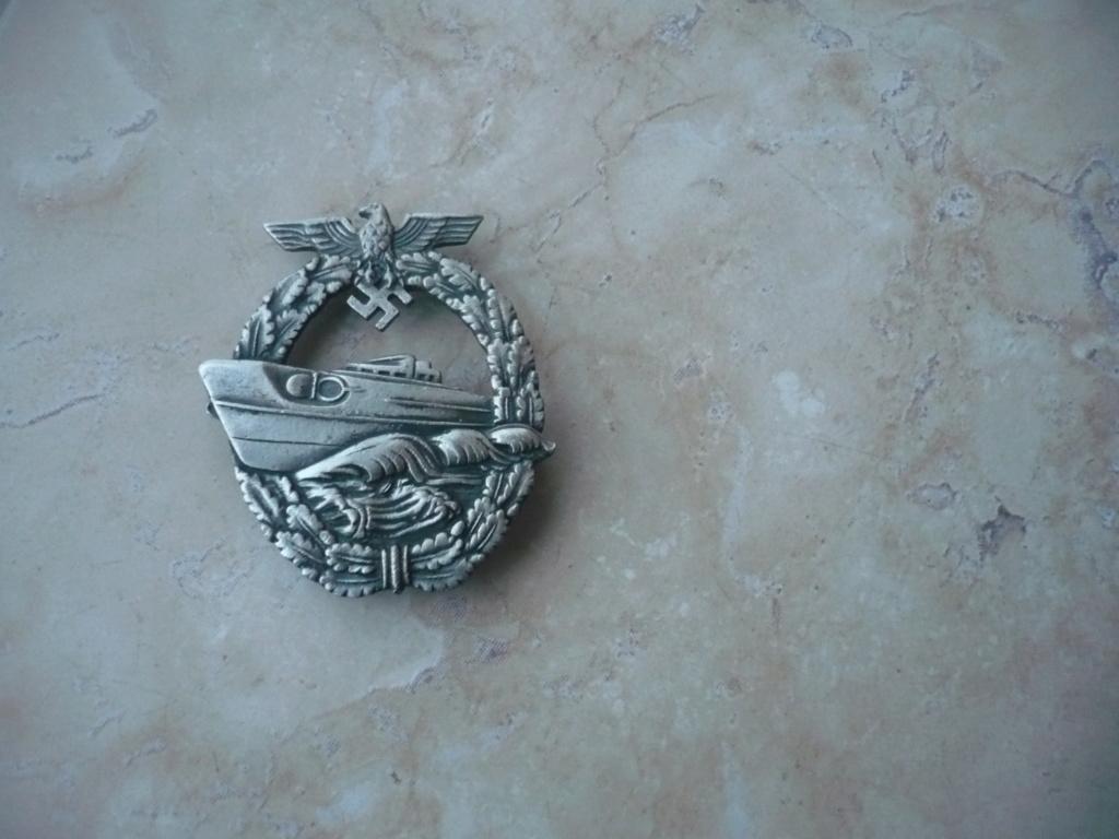 badge kM P2610410