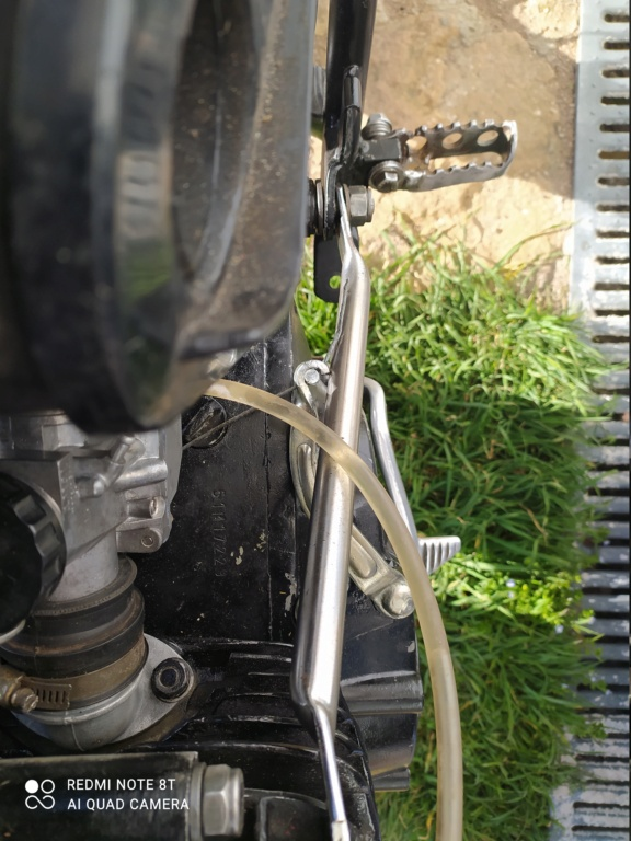 La moto embraye avec les barres de fixation moteur Img_2012