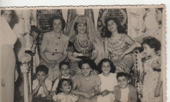 SOIR DU HENNE AVEC  LA KESOUA EL KBIRA (grande robe en arabe) - Page 2 28869_11