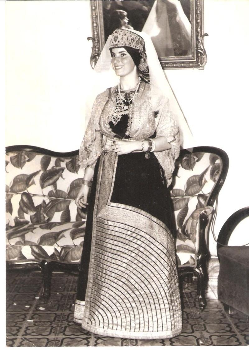 SOIR DU HENNE AVEC  LA KESOUA EL KBIRA (grande robe en arabe) - Page 2 Rebecc10