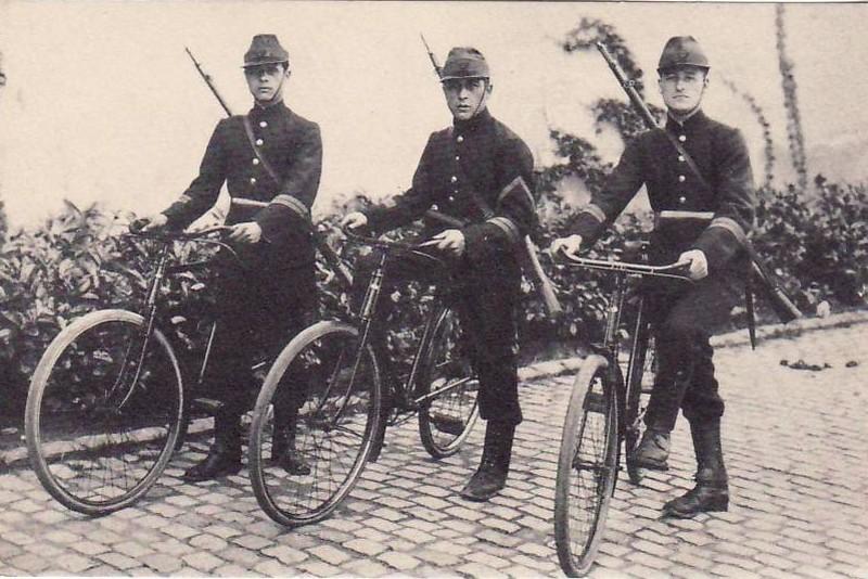 Belgique, les carabiniers cyclistes Carabi10