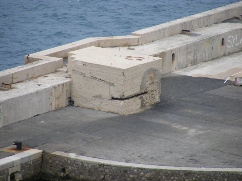 Grande digue du port (Marseille, 13) - Page 2 Mar04612