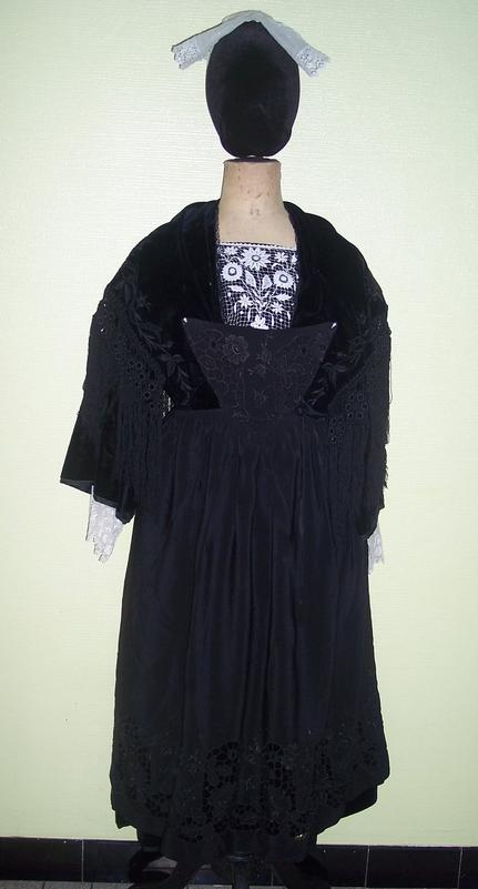 collecte costumes féminins - Page 10 Vannes10
