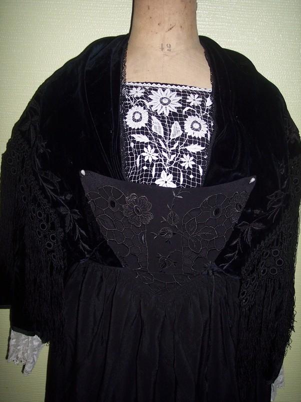 collecte costumes féminins - Page 10 Vannes13