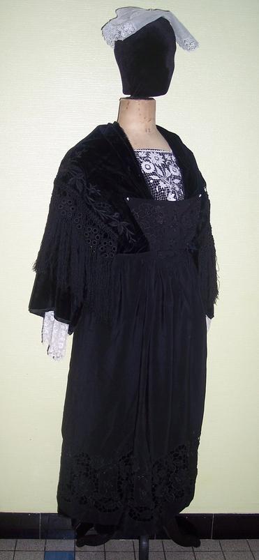 collecte costumes féminins - Page 10 Vannes15