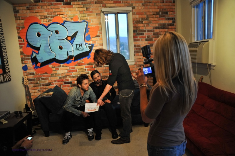 [2011] 30 Seconds to Mars at 98.7 FM's Hollywood Penthouse © writewiththelight 009a11