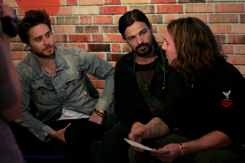[2011] 30 Seconds to Mars at 98.7 FM's Hollywood Penthouse © writewiththelight 013a10