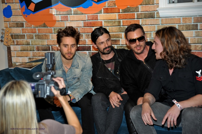 [2011] 30 Seconds to Mars at 98.7 FM's Hollywood Penthouse © writewiththelight 043a10