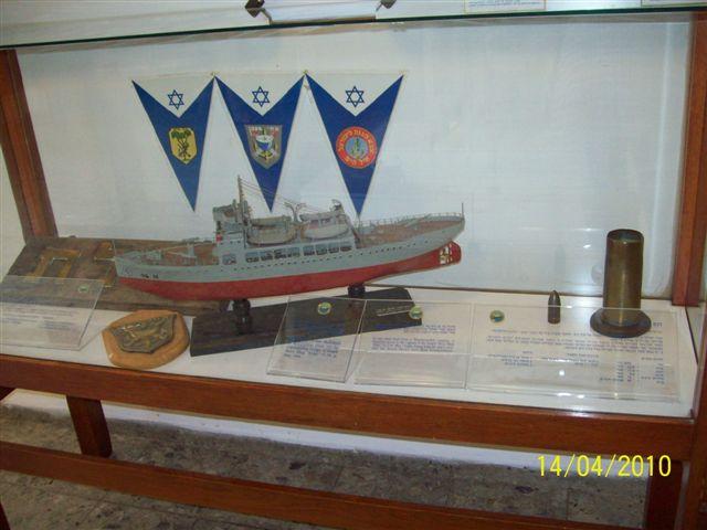 Les Musées de la Marine - Page 2 100_0418