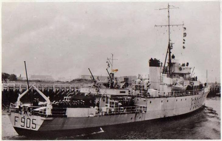 M/F 905 De Moor (ex HMS Rosario) - Page 2 De-moo10