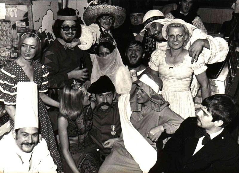 les bistrots, bars et dancings d'antan... - Page 4 Uni42q11