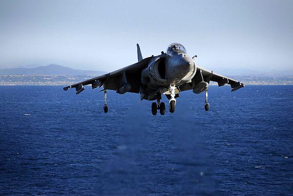 Navy Aircraft : F18 Hornet & Super Hornet - E-2 Hawkeye ... - Page 2 Web_0810