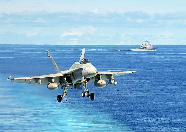 Navy Aircraft : F18 Hornet & Super Hornet - E-2 Hawkeye ... - Page 2 Web_0812