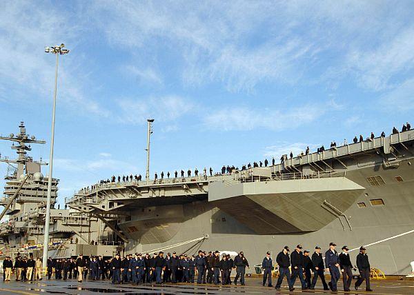Entrée en service d'un nouveau porte-avions américain Web_0910