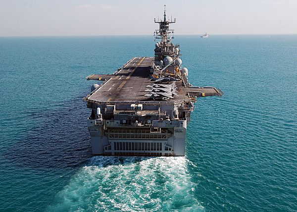 Amphibious assault ship (LHA - LHD - LPD) - Page 3 Web_0922