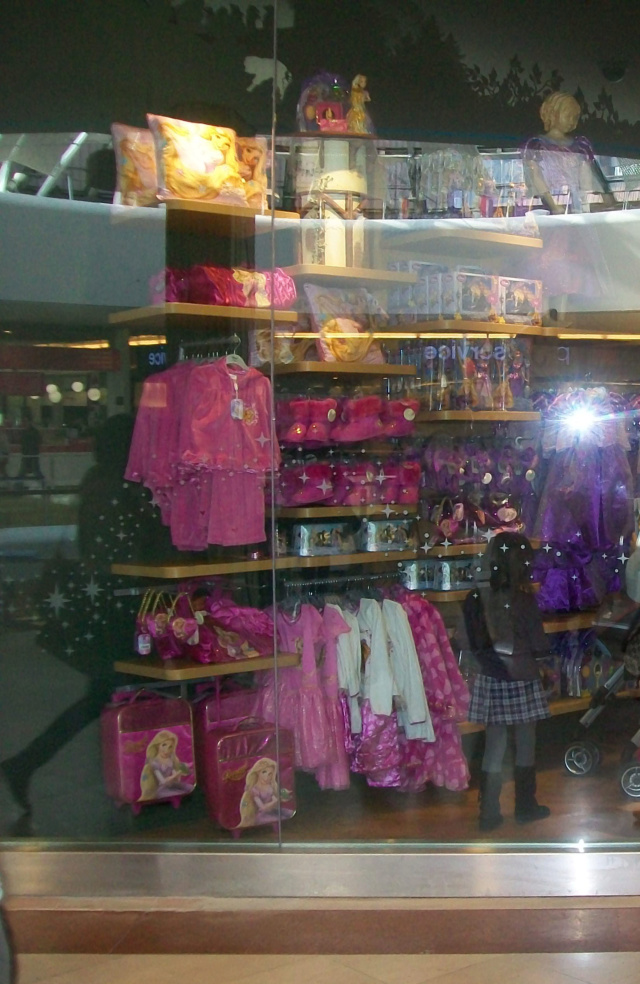 [Boutique Disney Store] Lyon - Page 9 100_6912