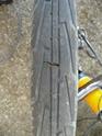 réparation rapide en bord de route de pneu coupé par tesson de verre P1060310