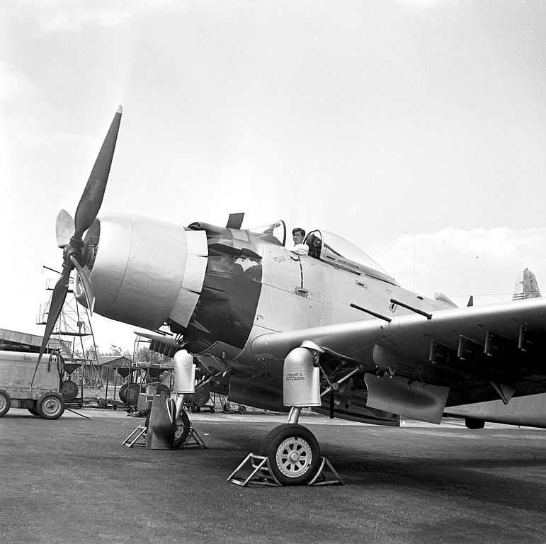 A D 4 SKYRAIDER 1_4_co11