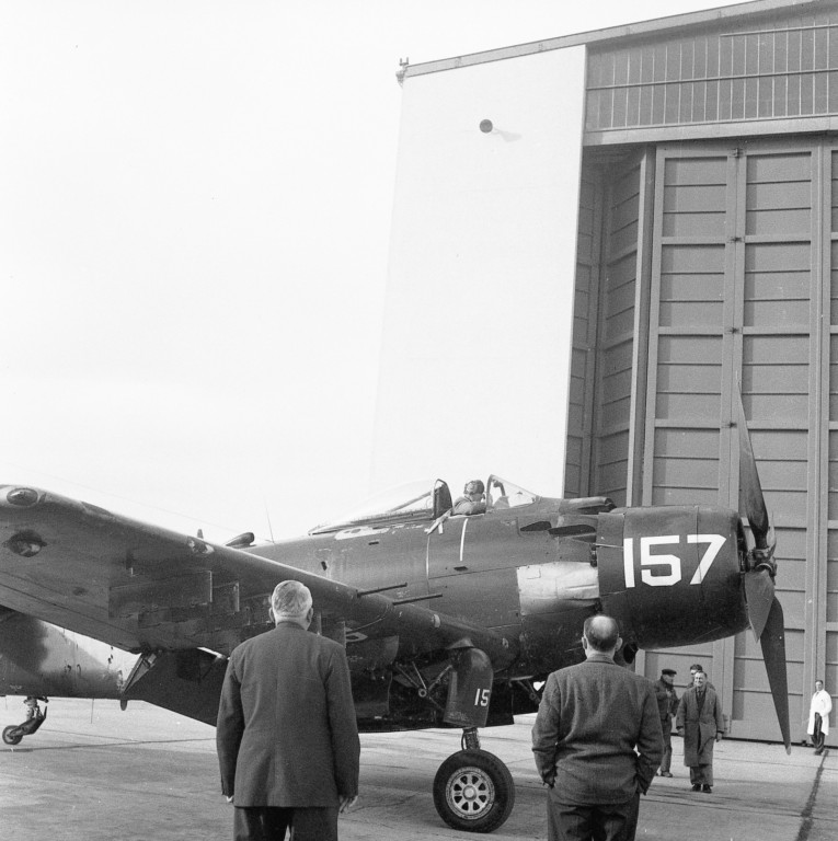 A D 4 SKYRAIDER Photo037