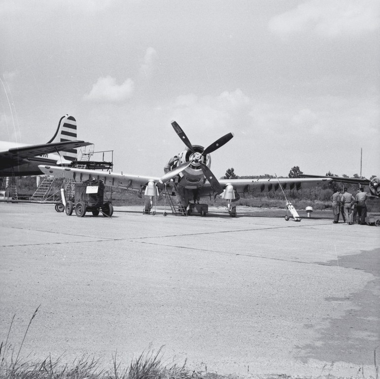 A D 4 SKYRAIDER Photo128