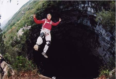 saut en parachute dans un gouffre
