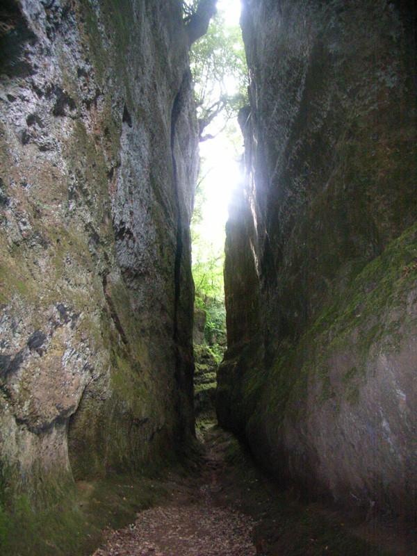 """Etrusques: Les """"vie cave"""" à Sovana - Toscane Via_ca10"""