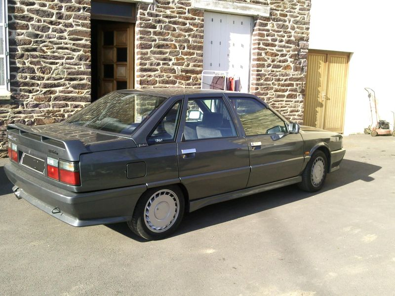 Christophe : R21 2l turbo de 87 et Golf 1 gti 1.6 de 81 Photo065