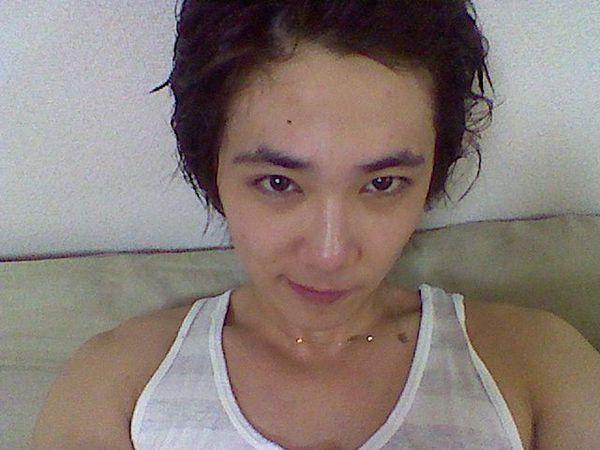 [23.03] Lee Hong-ki après sa douche... 26221310