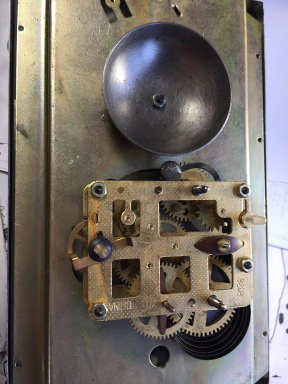 Qui s'intéresse au réveil mécanique...? - tome 2 - Page 8 Img_1212