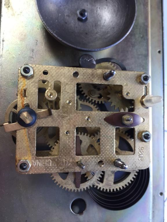 Qui s'intéresse au réveil mécanique...? - tome 2 - Page 8 Img_1213