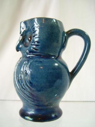 Farnham Pottery (Surrey) 00332