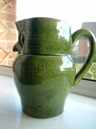 Farnham Pottery (Surrey) 00425