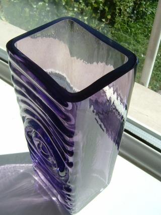 Zyclon style glass vase ? 00725