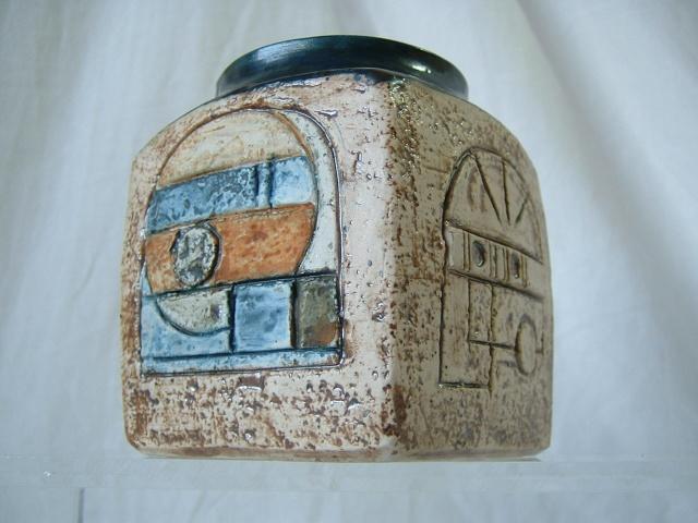 Troika Pottery 01221